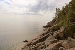 苏必利尔湖沿海景色 免版税库存照片