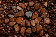 苏必利尔湖畔岸岩石设计 免版税库存照片