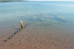 苏必利尔湖畔shorelinerock露出盛大marais 免版税图库摄影
