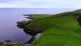 苏格兰从上面-飞行高地在风景和著名地标的 股票录像
