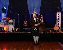 苏格兰吹风笛者 免版税库存照片