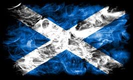 苏格兰在黑背景的烟旗子 库存图片