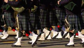 苏格兰男用短裙吹笛者 库存照片