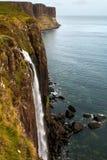 苏格兰男用短裙岩石和Mealt瀑布 库存照片