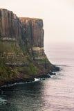 苏格兰男用短裙岩石在斯凯岛 库存照片