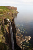 苏格兰男用短裙岩石瀑布 库存图片