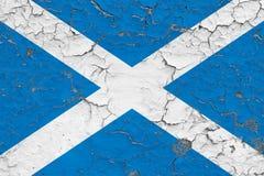 苏格兰的旗子在破裂的肮脏的墙壁上绘了 葡萄酒样式表面上的全国样式 向量例证