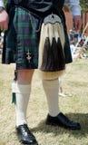 苏格兰苏格兰男用短裙和礼服horsehail毛皮袋 图库摄影