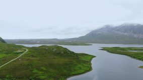 苏格兰高地的典型的风景-空中寄生虫英尺长度 影视素材