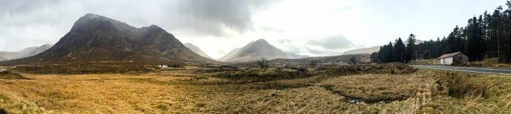 苏格兰高地谷,山,草原, Glencoe,苏格兰 免版税图库摄影