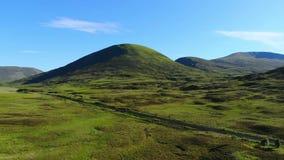 苏格兰-空中寄生虫飞行的绿色高地 股票录像