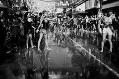 苏梅岛,泰国- 4月13 :水的庆祝的未认出的人与节日或Songkran节日战斗 库存照片