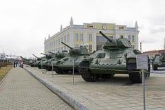 苏维埃T-34坦克的修改式样系列在军用设备博物馆  库存图片