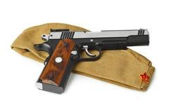苏联军队士兵草料盖帽和手枪 免版税库存照片