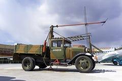 苏联卡车GAZ-AA在军用设备博物馆根据粗麻布起始者AS-1 免版税图库摄影