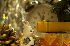 苏联圣诞节减速火箭的玩具兔子 免版税库存照片