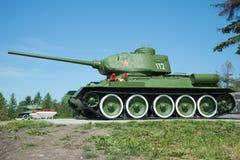 苏联坦克T-34特写镜头在一晴朗的6月天 海外纪念普尔科沃 彼得斯堡圣徒 免版税图库摄影