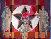 苏联士兵粉碎的绘画有苏联星的在backg 免版税库存照片
