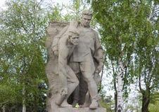 苏联士兵雕塑英雄的在伏尔加格勒摆正 免版税库存图片