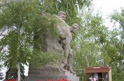 苏联士兵雕塑英雄的在伏尔加格勒摆正 免版税库存照片
