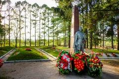苏联士兵Tikhvin互助公墓  免版税库存照片