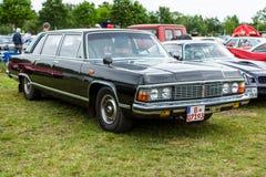 苏联大型豪华汽车GAZ-14柴卡 库存图片