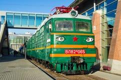苏联的时期的老电,内燃机车 俄罗斯圣彼德堡 2017年11月02日 免版税库存照片