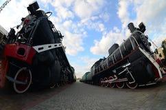 苏联的老黑蒸汽机车照片  从fisheye的强的畸变len 免版税库存照片