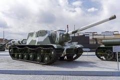 苏联自走枪SU-122在军用设备博物馆  免版税图库摄影