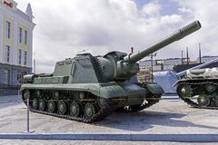 苏联自走枪SU-152在军用设备博物馆  免版税图库摄影