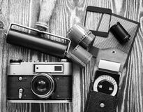 苏联葡萄酒照相机、曝光表和影片摄影另一诱捕  顶视图 免版税图库摄影