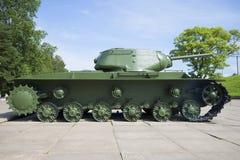 苏联重的坦克KV-1S,被安装在列宁格勒围困`博物馆西洋镜`断裂  免版税库存图片