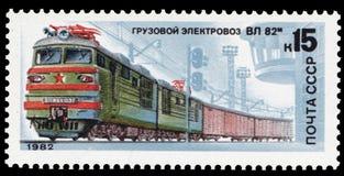 苏联-大约1982年:在苏联打印的邮票,展示一个电力机车VL 82m,在1982-05-20,图象系列发布了  免版税图库摄影