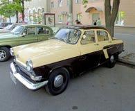 苏联GAZ-21伏尔加河的20世纪60年代减速火箭的汽车  免版税库存图片
