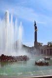 苏联solider和喷泉, Schwarzenberg广场,维也纳的纪念碑 库存图片