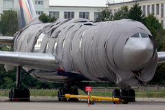 苏航伊柳申在存贮期间的IL-96-300 RA-96010,在它在谢列梅国际机场后着了火 图库摄影