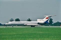 苏航图波列夫Tu154M到达的汉堡,在一次飞行以后的德国从莫斯科,俄罗斯 免版税库存照片