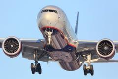 苏航波音777-300 VQ-BQF着陆在谢列梅国际机场 免版税库存照片