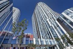 苏荷区的三里屯,北京,中国五颜六色的摩天大楼 库存图片