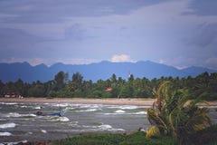 苏门答腊海岸的风大浪急的海面  库存图片