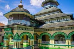 苏门答腊的国家边的美丽和异常的村庄清真寺 库存照片