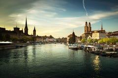 苏黎世与著名Fraumunster的市中心 免版税库存照片