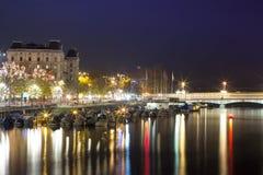 苏黎世全景在晚上 免版税库存图片