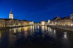 苏黎世和河利马特河在晚上 免版税图库摄影