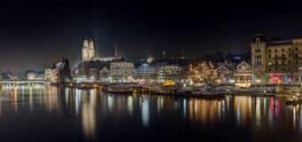 苏黎世在晚上,瑞士全景  库存照片