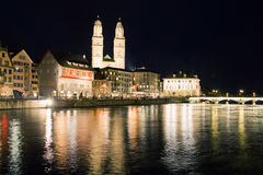 苏黎世市在晚上在瑞士 免版税库存图片