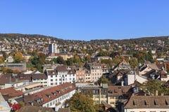 苏黎世都市风景-从伟大的大教堂的看法 库存照片