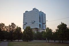 苏维埃市政厅被放弃的议院在加里宁格勒 库存图片