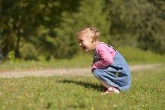 苦涩地哭泣从怨气的小女孩 免版税库存照片