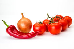 苦涩辣椒、樱桃被隔绝的tonato和葱 免版税库存照片